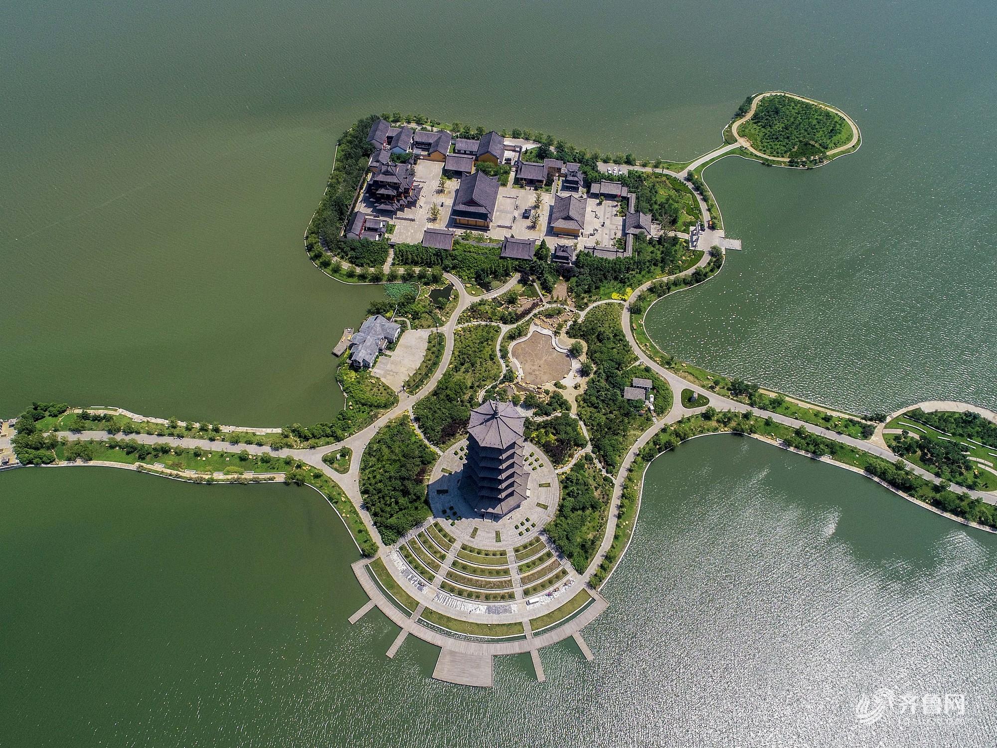 青岛:航拍胶州少海风景区 水光潋滟美如诗画