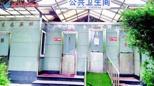 公厕关门坑了树林 相关部门称正办理重建手续