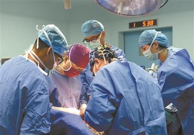 """国内首例""""边缘肺"""" 修复再移植 成功拯救终末期肺纤维患者生命"""