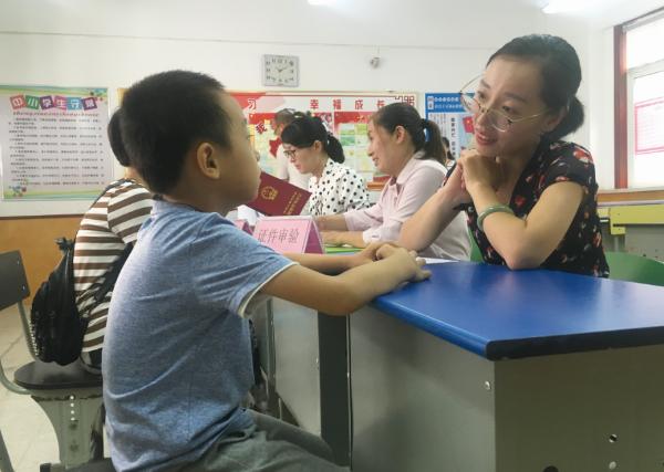 济宁高新区小学入学现场审核不扎推