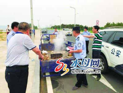 烟台芝罘区多部门联合治理滨海西路违规露天烧烤