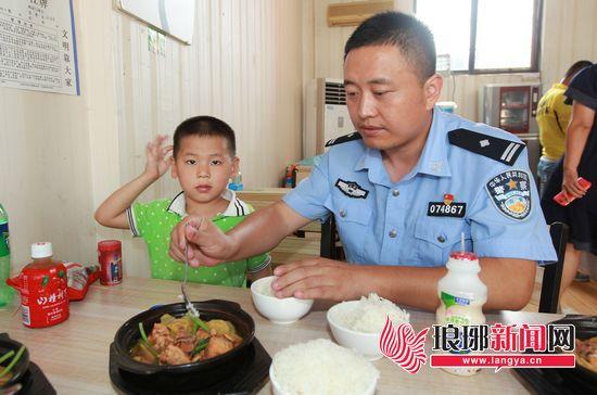 男童街头走失无人认领 临沂徐州媒体联动帮他寻家