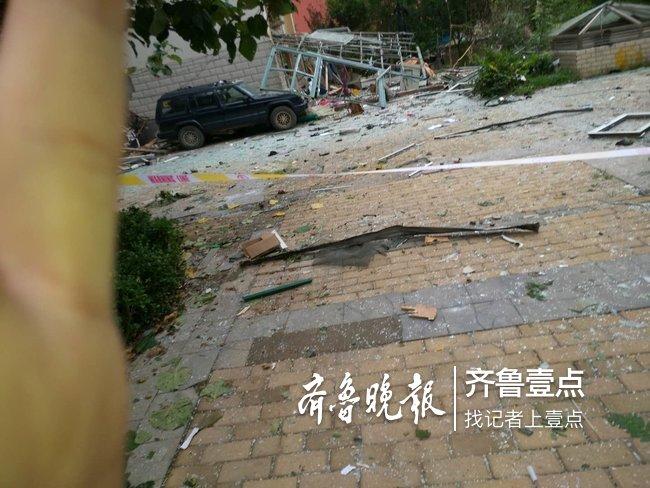 东营市西城华安荣誉小区发生爆炸,有人受伤已送医