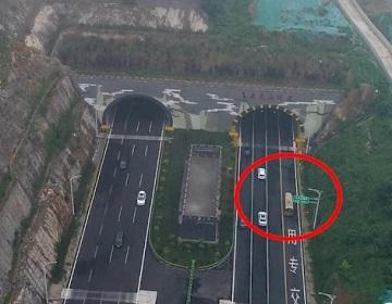 济南首条上高架穿隧道公交开跑 领秀城到龙奥大厦节省16分钟