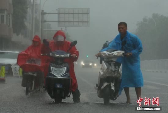 南海热带低压10日或登陆海南 国家防总部署防御
