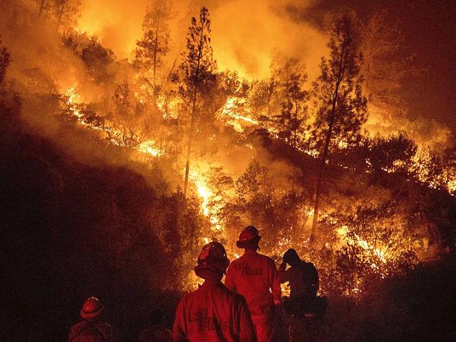 美国加州17场山火肆虐 过火面积创纪录