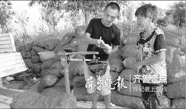 济宁俩卖辣椒小伙勇救老人:落水者两次松手又被再拉