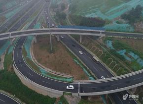 济南首条穿隧道走高架公交线路开通