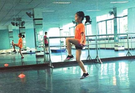 跳绳培训火了 老师:寄托兴趣班不如督促孩子锻炼