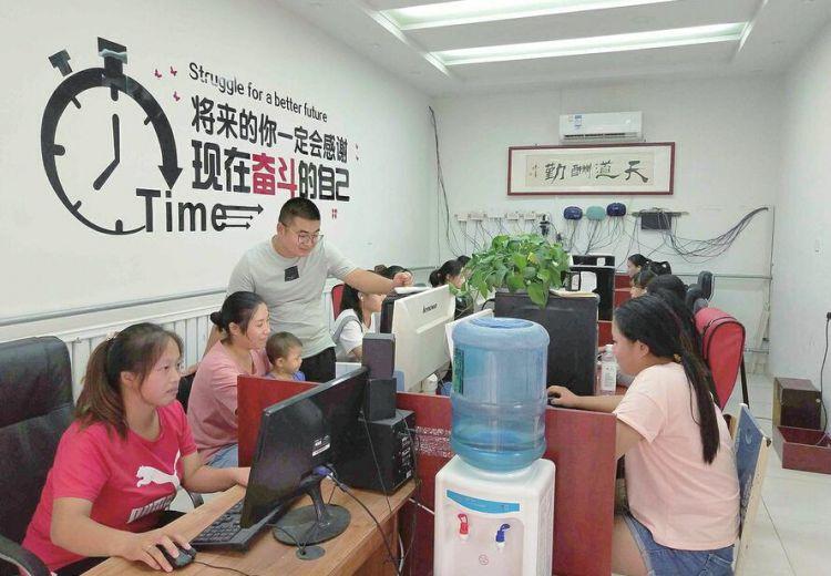 """济南有个""""自媒体村"""" 农村妇女们""""玩网络""""最高月入过万"""