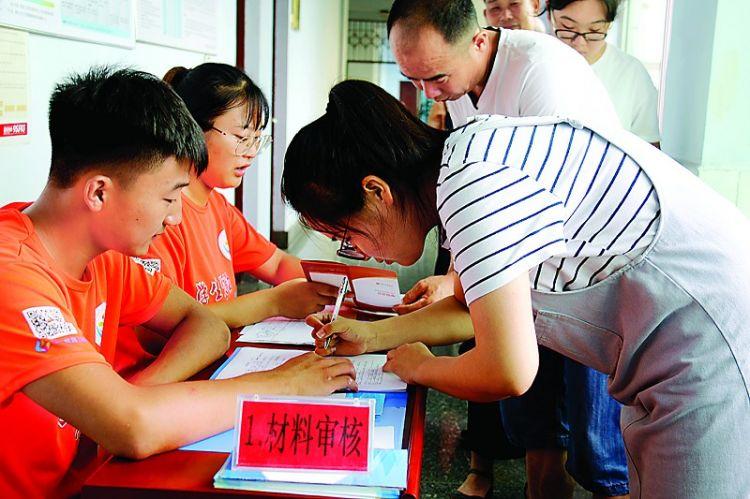 钢城区:助学贷款助贫困学子圆梦