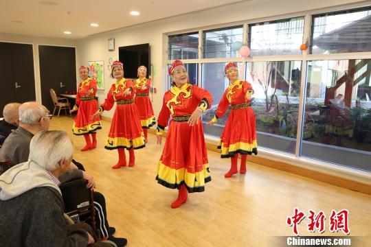 悉尼华星华人之声合唱团慰问华人服务社颐养院老人