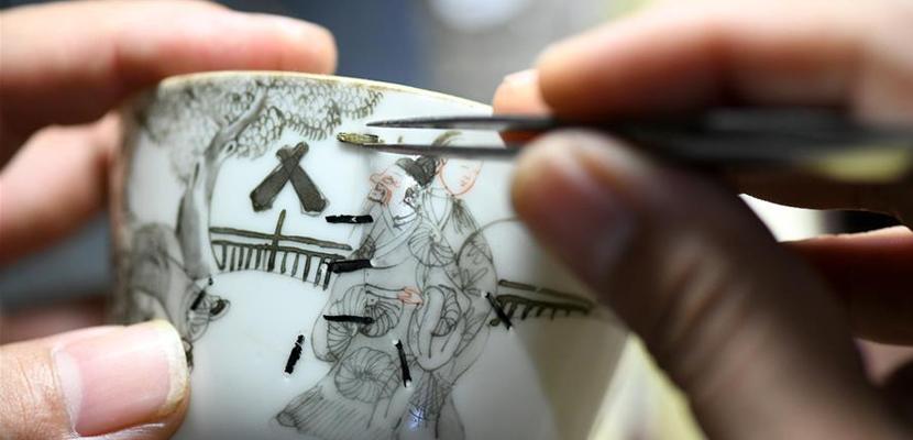 石家庄:传承锔瓷技艺 感受非遗魅力