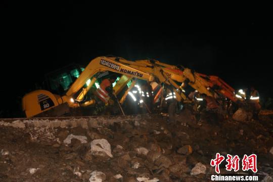抢险16小时 黑龙江省因水害中断行车铁路恢复通车