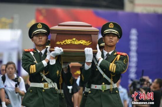 通讯:民众含泪送别四川仁寿殉职警务人员