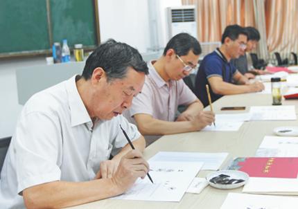 融情于墨 淄博这所高校手写2300份录取通知书