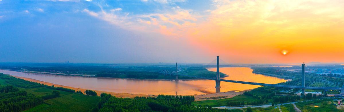 飞吧山东|壮观!落日余晖中的济南黄河建邦大桥