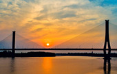 落日余晖中的建邦大桥
