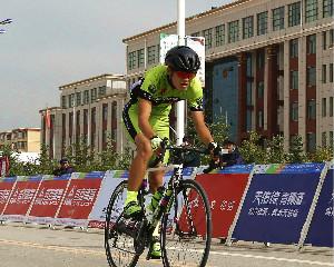 青春无极限 第八届环青海湖大学生公路自行车赛开赛啦!