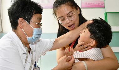 烟台退休儿科主任心系儿童健康 重返一线岗位