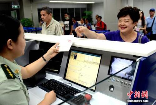 公安部:港澳台居民居住证采用了居民身份证技术
