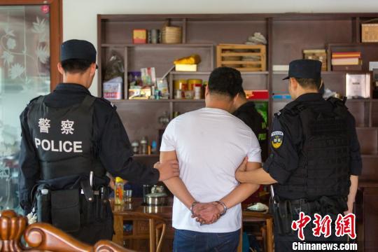 广州白云园夏村涉黑团伙被打掉 26人落网