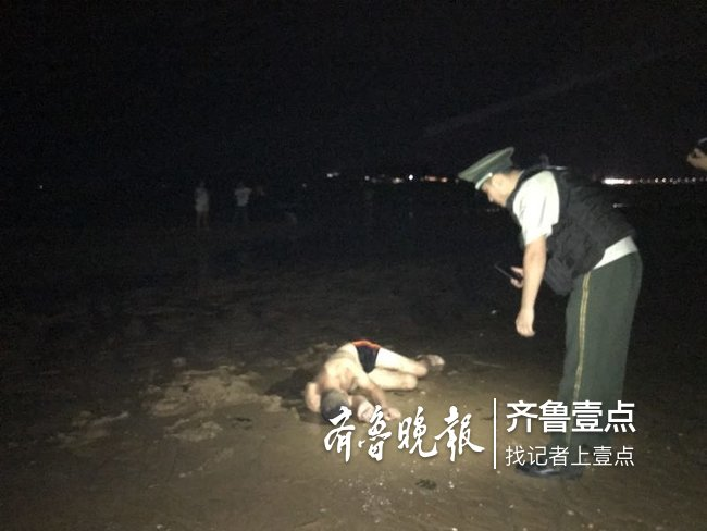 心真大!台风将至,烟台醉酒男子竟躺海滩呼呼大睡