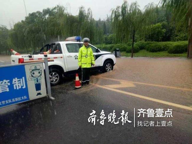 实时路况,降雨积水19路段交通管制,三收费站关闭
