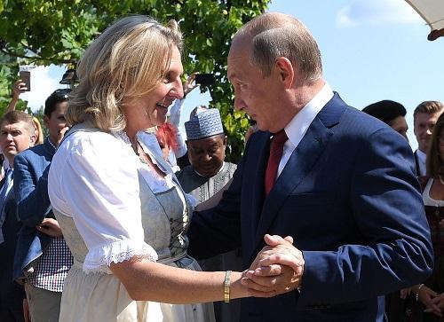 奥地利向莫斯科靠拢?外媒:普京出席奥外长婚礼引争议