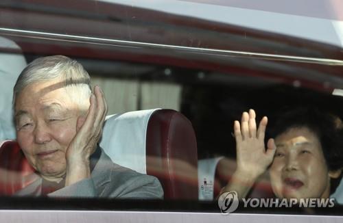 89名韩方离散家属已抵金刚山 下午参加首场会面