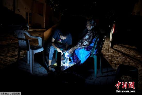 """印尼龙目岛遭遇""""连环震"""" 中领馆提醒防范灾害"""