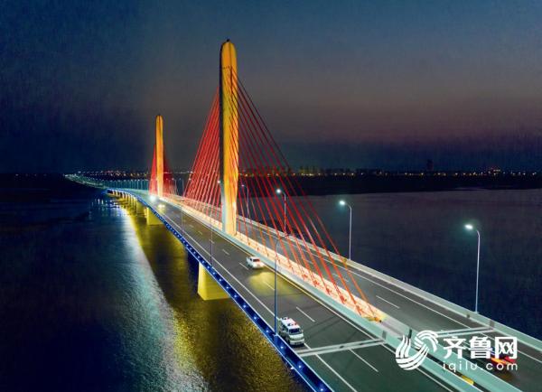 大桥夜景_看图王.png