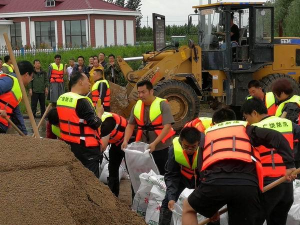 多部门彻夜奋战抗击台风 防汛抢险,东营城管在一线