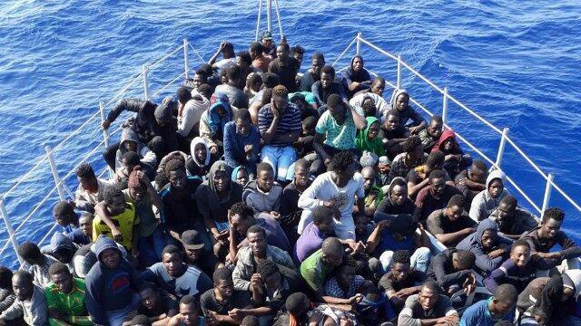 有所让步?意大利政府允许停靠西西里岛难民船上儿童下船
