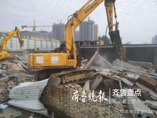开发区依法对桑屯社区一突击搭建违法建筑强制拆迁