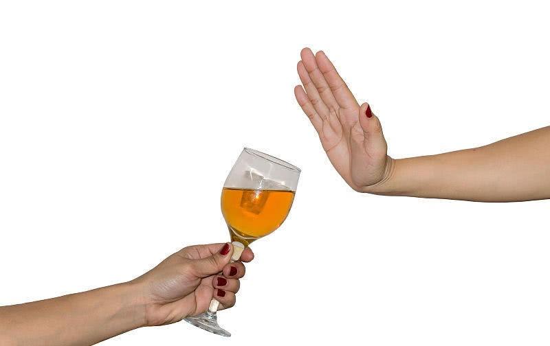 酒精戒断综合症应该如何治疗?