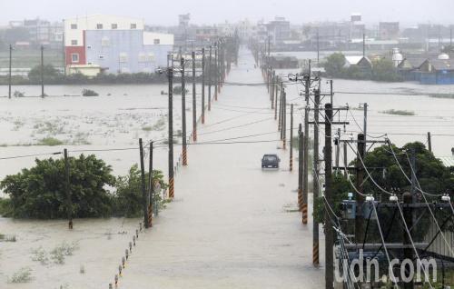 台湾南部多地水患成灾 中南部仍须严防豪大雨