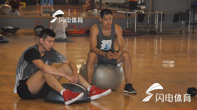 山东男篮备战新赛季   老将张庆鹏归队训练