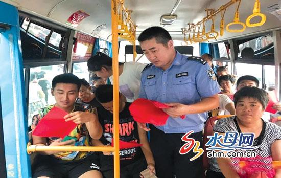 """烟台海阳集中宣传吹响扫黑除恶""""冲锋号"""""""