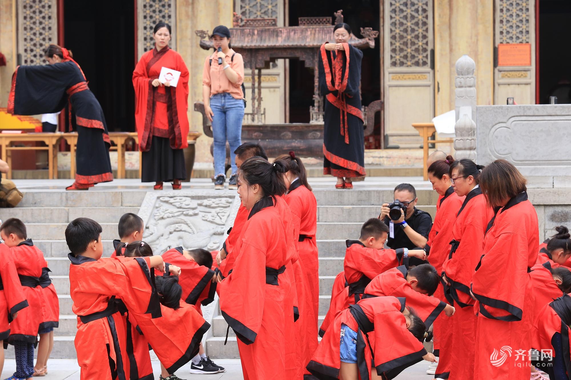 济南府学文庙举行开笔礼活动 传统文化浸润孩子内心