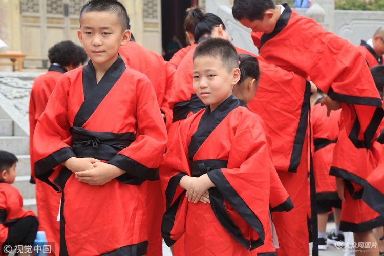 济南:府学文庙举行开笔礼 传统文化浸润内心