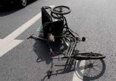 张店一8岁男孩骑车摔倒 刹车把插入大腿