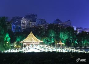 济南:初秋大明湖夜色璀璨夺目