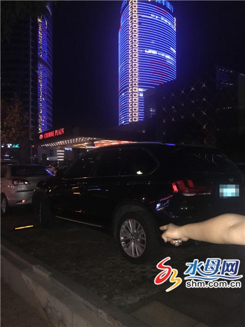 """烟台皇冠假日酒店停车场发生抢劫案 保安称""""监控坏了"""""""