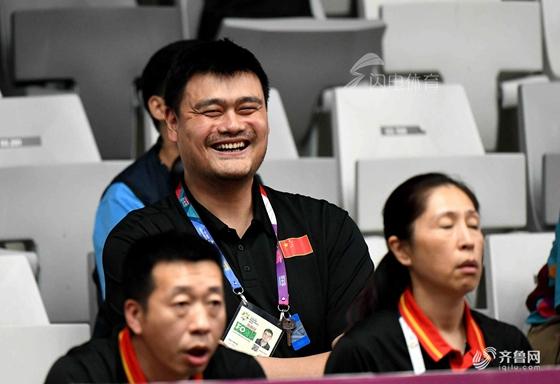 中国男篮主帅全场强调俩字 姚明场边乐开了花