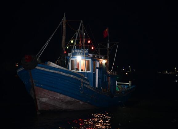 记者跟拍渔船出海:凌晨斗风浪 归来鱼满舱
