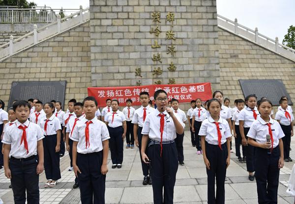 济南燕翔小学开学第一课:爱国主义教育红色精神代代传