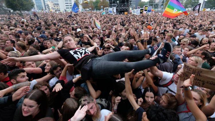 德国开姆尼茨举办音乐会反极右翼 超过6.5万人参加