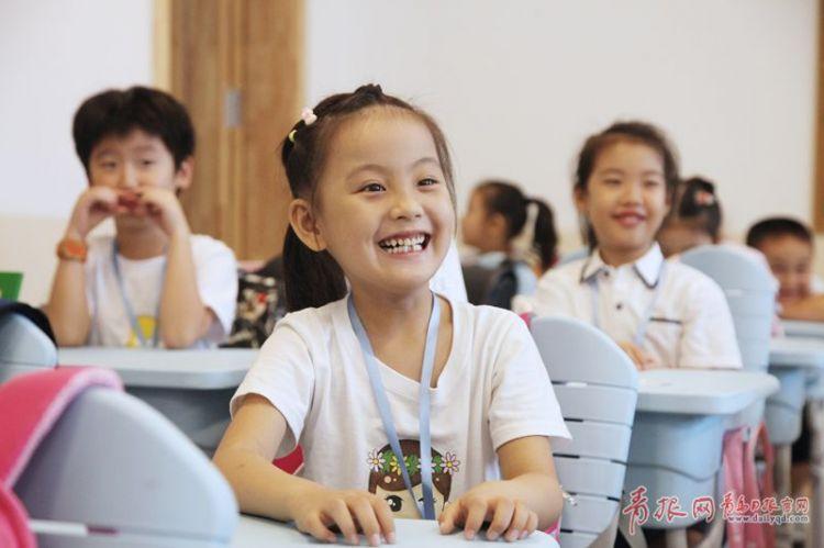 南京路小学新校舍启用,学生笑容洋溢_副本.jpg