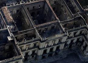 航拍大火后巴西国家博物馆 百年人文毁之一炬